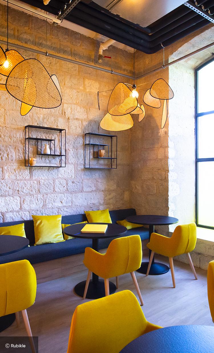 Espace détente du bar Mx à Marseille